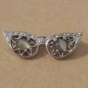 Vintage Cat Eye Glasses Silver Tone Lapel Pin